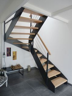 IRUS island: modern staircase with a classic metallic stringer.