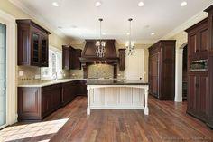 Traditional Dark Wood-Cherry Kitchen Cabinets (Kitchen-Design-Ideas.org)
