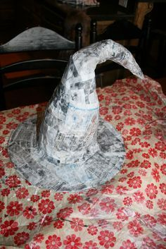 You're Too Crafty: Paper Mache Witches Hat . - You're Too Crafty: Paper Mache Witches Hat - Halloween Projects, Diy Halloween Decorations, Easy Halloween, Holidays Halloween, Vintage Halloween, Halloween Witches, Paper Halloween, Rustic Halloween, Halloween Wreaths