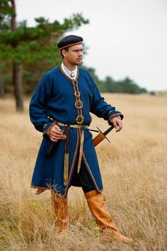 Reconstruction of a Curonian man's costume from the to Centuries of the Late Iron Age, and Early Middle Ages. Created by archaeology PhD Daiva Steponavičienė and photograph taken by Artūras Moisiejenko Historical Costume, Historical Clothing, Mens Garb, Viking Garb, Human Pictures, Costumes Around The World, Landsknecht, Early Middle Ages, Norse Vikings