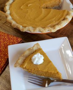 This Pumpkin Chiffon Pie has all the warm spices as regular Pumpkin Pie but not as dense and heavy, thanks to the addition of beaten egg whites. Pumpkin Chiffon Pie, No Bake Pumpkin Pie, Baked Pumpkin, Spiced Pumpkin, Easy Pie Recipes, Pumpkin Pie Recipes, Cake Recipes, Dessert Recipes, Holiday Pies