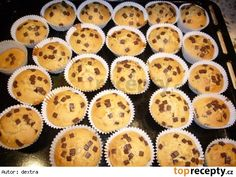 Muffiny s kousky čokolády. Ham, Barbecue, Sweet Tooth, Cheesecake, Bakery, Food And Drink, Cupcakes, Cookies, Breakfast