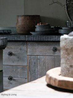 Stoere, landelijke keuken | Rustic kitchen | Oud, vergrijsd hout | Reclaimed wood  Showroom Styling & Living | www.stylingandlivingshop.nl