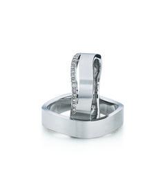 Trauringe von August Gerstner. Höchste Qualität 100% made in Germany. Wir gravieren den Ringe mit ihrer eigenen Handschrift, Symbolen und Schriftarten. Die Ringe sind in nahezu allen Edelmetallen und Kombinationen erhältlich.