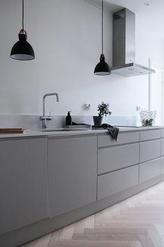 Interior design & styling: Elisa Manninen – home decorating ideas – Modern Grey Kitchen Cabinets, Home Decor Kitchen, Kitchen Design Small, Grey Kitchen, Kitchen Decor, Interior Design Kitchen, Light Grey Kitchens, Light Grey Kitchen Cabinets, Kitchen Design