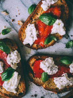 Food Artists, Ciabatta, Caprese Salad, Fresh Rolls, Mozzarella, Side Dishes, Cooking Recipes, Snacks, Breakfast