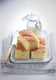 Ecco sì, mi sembra che le torte di mele sian tornate di gran moda, o forse lo sono sempre state. Vedo un interessantissimo proliferare di torte melose le quali hanno, molto spesso, una curiosa peculiarità: sembrano tutte uguali eppure, al palato, sono sempre molto diverse. Di questa torta, ammetto, mi ha colpito parecchio il nome: [...]