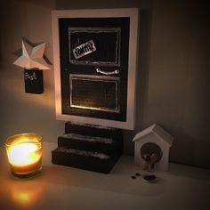 Tunnelmallista sunnuntai-iltaa! Pitihän meidänkin askarrella. Pikkuhiljaa tontun piha varustautuu talveen ja jouluun.  #tontunovi #elfdoor #joulu #christmas #miniature #chrismasdecor #christmastime #joulukoriste #askartelu #crafts #diy #handicraft #pyssel #homedecor #home #myhome #instahome #decoration #lastenkanssa #kidscraft #kidscrafts