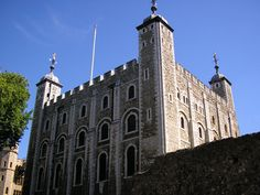The White Tower, which gives the entire castle its name, was built by William the Conqueror in 1078, and was a resented symbol of oppression, inflicted upon London by the new ruling elite. The castle was used as a prison from 1100 (Ranulf Flambard) until 1952 (Kray twins), although that was not its primary purpose.
