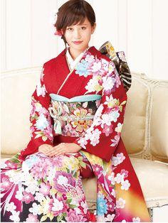 Acchan!!! AKB48 graduate and now actress Atsuko Maeda models a kimono.