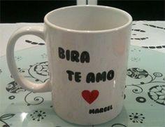 Com essa caneca, todo café da manhã é especial! A porcelana de Bira Meira tem a dedicatória de amor da mulher. Veja mais!