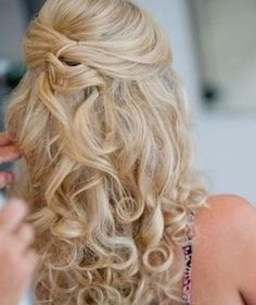Curly blond bridesmaid hair.Repin by Inweddingdress.com  #bridesmaidhair #hairstyle #weddinghair #inweddingdress