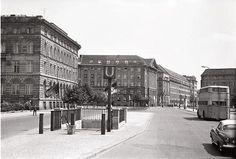Berlin: Ost; Ehem. Allianz Hauptverwaltung; Taubenstraße vom U-Bahnhof Kaiserhof (1965)