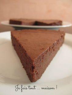 La recette du gâteau au chocolat fondant de Cyril Lignac : un gâteau avec une texture incroyablement fondante, presque comme une mousse au chocolat !