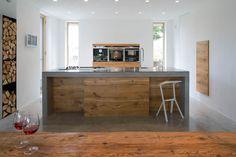 Küchentrends 2017: Stilmix aus Beton und Holz; Fotocredit: fabi architekten bda