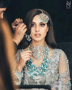 bridal jewelry for the radiant bride Indian Bridal Makeup, Bridal Makeup Looks, Bridal Looks, Bridal Style, Pakistani Wedding Outfits, Pakistani Bridal Dresses, Bridal Photoshoot, Desi Wedding, Bridal Jewelry