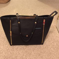 SALE Cynthia Rowley Black Leather Tote NWT Black leather tote with gold accents. Zippered pocket on inside, plus 2 small open pockets for organization. I am open to all offers! Cynthia Rowley Bags Shoulder Bags