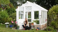 This is the actual design that I want for my green house. Outdoor Life, Indoor Outdoor, Outdoor Plants, Greenhouse Shed, Conservatory Garden, Garden Buildings, Garden Houses, Garden Cottage, Villa