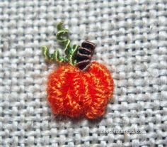 Embroider this wee pumpkin, in less than 5 minutes! Excellent tutorial from Needle'n Thread