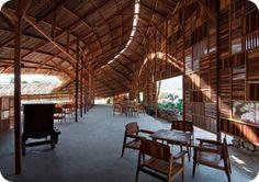 Stock de madera olvidada transformado en Cafetería
