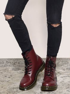 60 All About Shoes For College Dr. Martens, Doc Martens Stiefel, Red Doc Martens, Doc Martens Boots, Doc Martens Style, Oxblood Dr Martens, Me Too Shoes, Women's Shoes, Shoe Boots