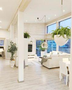 Pilkettä sisustukseen viherkasveilla | Instakodit Living Room Interior, Living Room Decor, Living Spaces, Open Concept Home, Cabin Interiors, White Houses, Living Room Inspiration, Log Homes, Luxury Living