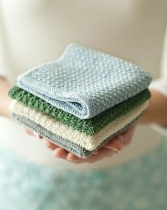 diy washcloth ...I can't knit- but I love these and the colors. Pattern to knit your own pretty wash cloths.