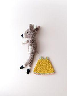 Crochet - Elena Deer Pattern by Yan Schenkel (Pica Pau) for KOEL Magazine issue 6 Crochet Toys Patterns, Amigurumi Patterns, Stuffed Toys Patterns, Crochet Dolls, Crochet Deer, Crochet Animals, Free Crochet, Deer Pattern, Yarn Tail