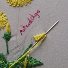 Flower embroidery tutorial stitch book, botanical embroidery, modern flower wreath embroidery pattern, learn embroidery, beginner embroidery - Her Crochet Diy Embroidery Patterns, Basic Embroidery Stitches, Hand Embroidery Videos, Embroidery Stitches Tutorial, Embroidery Flowers Pattern, Creative Embroidery, Learn Embroidery, Crewel Embroidery, Simple Embroidery Designs