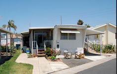 Small #mobilehome porch with extension for extra seating - Mobile Home Living