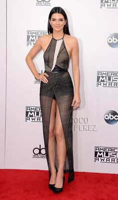 Olivia Munn Mixes Glam & Goth And Fails At Both On The AMAs Red Carpet! | CocoPerez.com