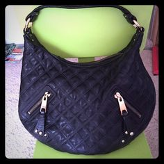 Marc Jacobs black quilted leather hobo Excellent pre-owned condition. Clean exterior and interior. 100% authentic, made in Italy. Very smooth and sturdy leather. Please use the offer feature. Please feel free to ask questions. Dimension 16x12x4 Marc Jacobs Bags Hobos