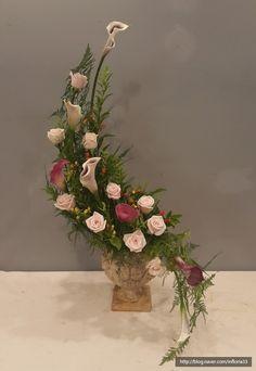 Ikebana Arrangements, Creative Flower Arrangements, Flower Arrangement Designs, Church Flower Arrangements, Church Flowers, Flower Designs, Floral Arrangements, Art Floral, Wedding Wreaths