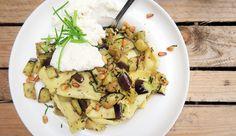 Super simpel en lekker recept voor ravioli met aubergine, gekruide pijnboompitten en ricotta #gewoonwateenstudentjesavondseet