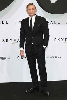 Daniel Craig looks so dapper in a black suit