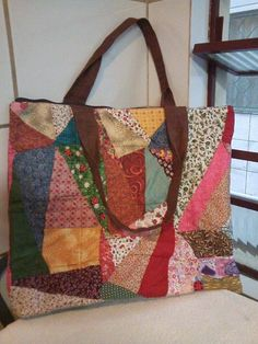 Patchwork Bag: 43 Models and learn how to do step by step Rag Quilt Purse, Bag Quilt, Patchwork Bags, Quilted Bag, Pinterest Patchwork, Diy Sac, Pouch Pattern, Bag Patterns To Sew, Fabric Bags