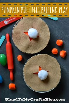 Let your littles one imagination go wild with this Pumpkin Pie Felt Pretend Play game!
