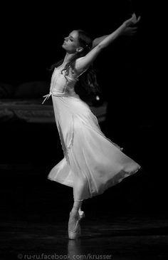 Maria Kochetkova in Romeo and Juliet at Mikhailovsky Theater. Photo by Nikolay Krusser