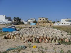 Ezzahra ( Saint - Germain ) - Poteries servant à pêcher les poulpes http://static.panoramio.com/photos/large/3487821.jpg