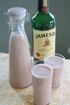 1 can condense milk ---------- cup heavy cream cup soy milk---------- 1 cup Irish Whiskey, more if you like teaspoon vanilla-------------- 1 teaspoon instant coffee granules Tablespoons chocolate syrup Irish Cream Liquor, Homemade Irish Cream, Irish Whiskey, Home Made Baileys Irish Cream, Homemade Baileys, Baileys Recipes, Homemade Liquor, Irish Recipes, Sweets