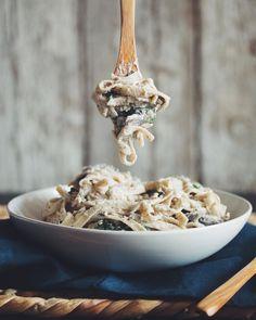 3. Creamy Vegan Mushroom Fettuccine Alfredo #healthy #vegan #pasta http://greatist.com/eat/healthy-pasta-recipes-creamy-vegan-sauces