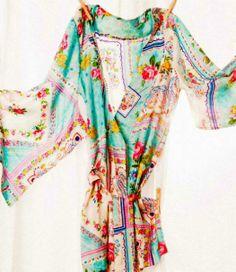 Kimono Style Robe ~ Silk Road Sweet on Plum Pretty Sugar. oh I want this soooo badly! Fashion Moda, Kimono Fashion, Boho Fashion, Fashion Trends, Silk Kimono Robe, Kimono Top, Kimono Style, Floral Kimono, Die Geisha