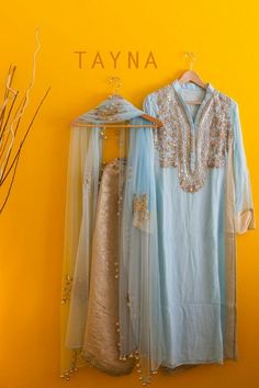 Order contact my whatsapp number 7874133176 Indian Attire, Indian Ethnic Wear, India Fashion, Ethnic Fashion, Pakistani Outfits, Indian Outfits, Kurta Designs, Blouse Designs, Salwar Suits Party Wear