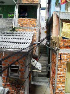Casa do Imaginário : Nova Maquete de Favela Favelas Brazil, Alleyway, Kids Shows, Stop Motion, Small Towns, Decoration, Paper Art, Art Projects, 1
