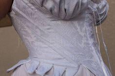 Ref.: CRM. 1790 01: Corset Midbust georgiano, até a cintura em brocado branco, sarja e algodão, com detalhe em cetim. Confeccionado com barbatanas flats. Site: http://www.josetteblanchardcorsets.com/ Facebook: https://www.facebook.com/JosetteBlanchardCorsets/ Email: josetteblanchardcorsets@gmail.com josetteblanchardcorsets@hotmail.com