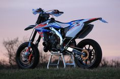 Honda CR500 supermoto.