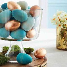 DIY Ostern Dekoration / Easter eggs / Decoration DIY Ostern Dekoration / Easter eggs / Decoration This image has. Easter Table Settings, Easter Table Decorations, Decoration Table, Table Centerpieces, Easter Centerpiece, Easter Decor, Centerpiece Ideas, Easter Ideas, Easter Crafts
