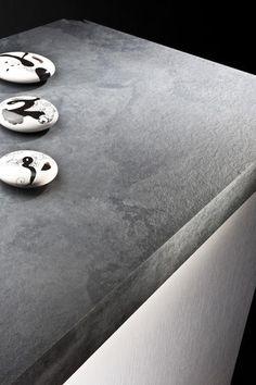 Creativi a non finire, questi decori di Polyrey, donano un tocco d'audacia e d'originalità. Associati a una finitura, si confondono con i materiali grezzi: pietra, metallo, cuoio, tessuto. Un piccolo assaggio della linea FANTASIA! Per maggiori informazioni sui decorativi disponibili: http://it.polyrey.com/collections