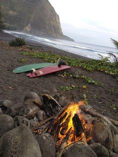 somethingaboutgettinglost:  Waipio beach fires <3
