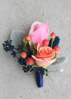 Coral and Navy Boutonniere: Isla spray roses, peach hypericum berries, navy tinted seeded eucalyptus, thistle, and dusty miller //Celebration Flair Coral Boutonniere, Prom Corsage And Boutonniere, Corsage Wedding, Groom Boutonniere, Homecoming Flowers, Homecoming Corsage, Prom Flowers, Diy Flowers, Wedding Cake Fresh Flowers